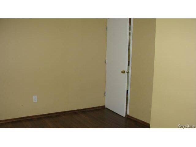 Photo 17: Photos: 1062 McLeod Avenue in WINNIPEG: North Kildonan Single Family Attached for sale (North East Winnipeg)  : MLS®# 1412031
