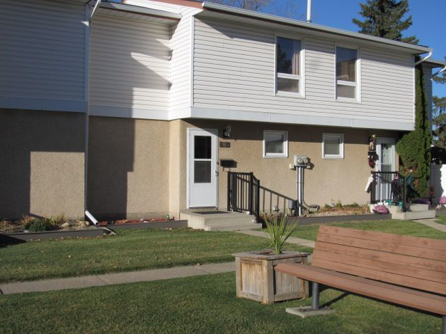 Main Photo: 7, 9310 Morinville Drive in Morinville: Townhouse for rent