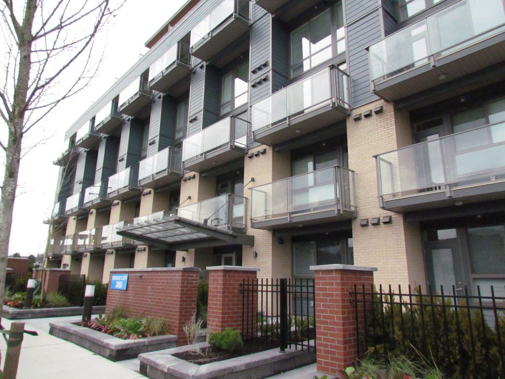 Main Photo: #301 3090 Gladwin Rd. in Abbotsford: Central Abbotsford Condo for rent