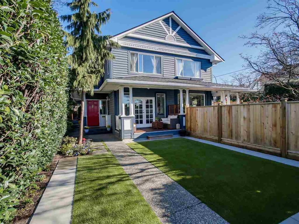 Main Photo: 408 W 6th Street in North Vancouver: Lower Lonsdale House Triplex for sale : MLS®# R2051728