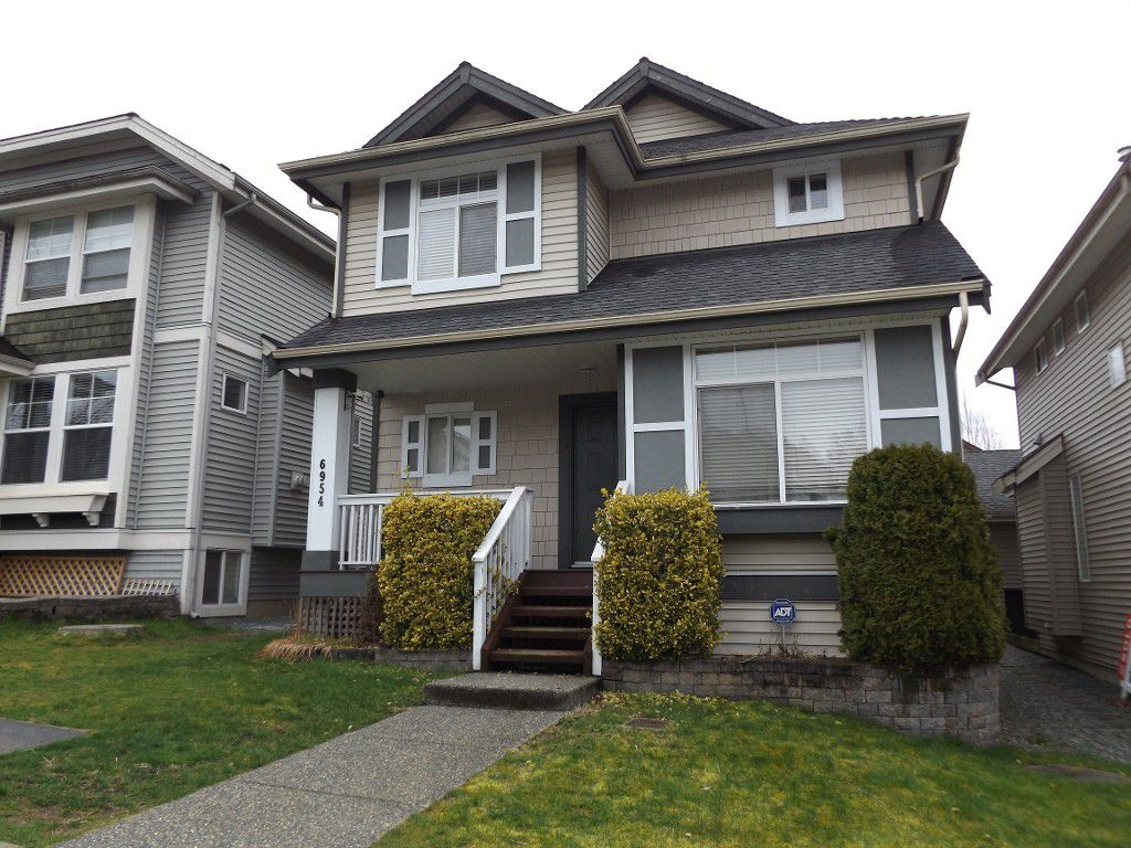 Main Photo: 6954 201 St in Langley: House for rent