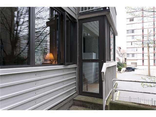 """Main Photo: 102 1740 COMOX Street in Vancouver: West End VW Condo for sale in """"THE SANDPIPER"""" (Vancouver West)  : MLS®# V945019"""