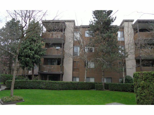 "Main Photo: # 301 10626 151A ST in Surrey: Guildford Condo for sale in ""LINCOLN HILL"" (North Surrey)  : MLS®# F1308328"