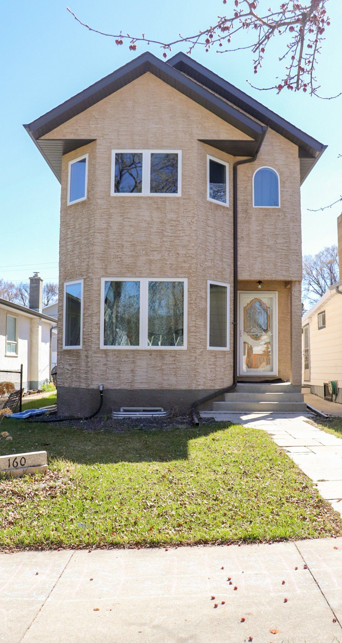 Main Photo: 160 Burrin Avenue in Winnipeg: Single Family Detached for sale (4D)  : MLS®# 1911971