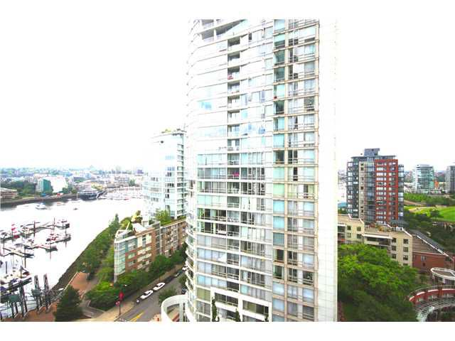 """Main Photo: 1807 1199 MARINASIDE Crescent in Vancouver: Yaletown Condo for sale in """"AQUARIUS I"""" (Vancouver West)  : MLS®# V959731"""