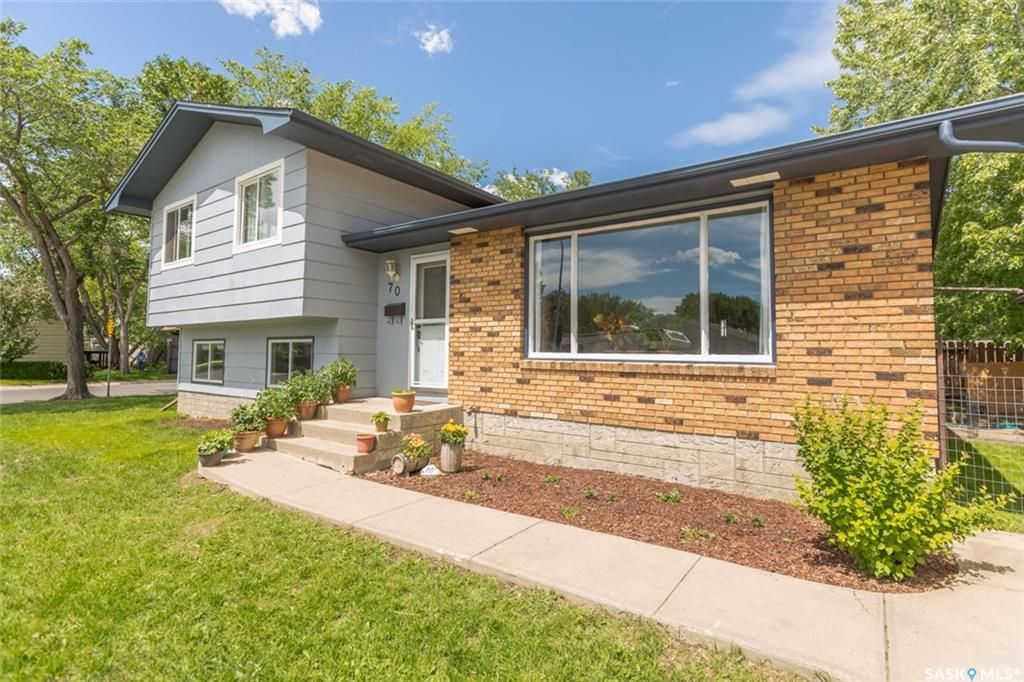 Main Photo: 70 Tremaine Avenue in Regina: Walsh Acres Single Family Dwelling for sale : MLS®# SK737447