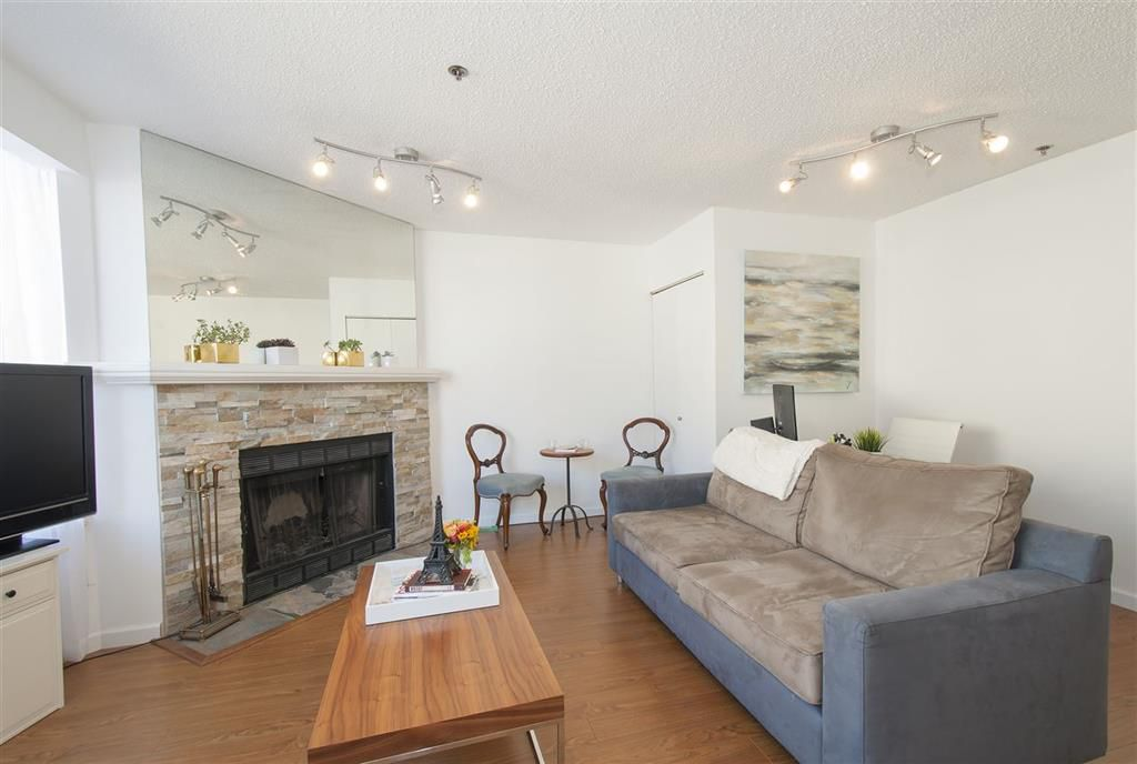 Main Photo: 2 939 W 7th Avenue in Vancouver: Fairview VW Condo for sale (Vancouver West)  : MLS®# r2000762