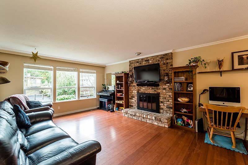 Photo 2: Photos: 1397 DOVERCOURT ROAD in North Vancouver: Lynn Valley House for sale : MLS®# R2045514