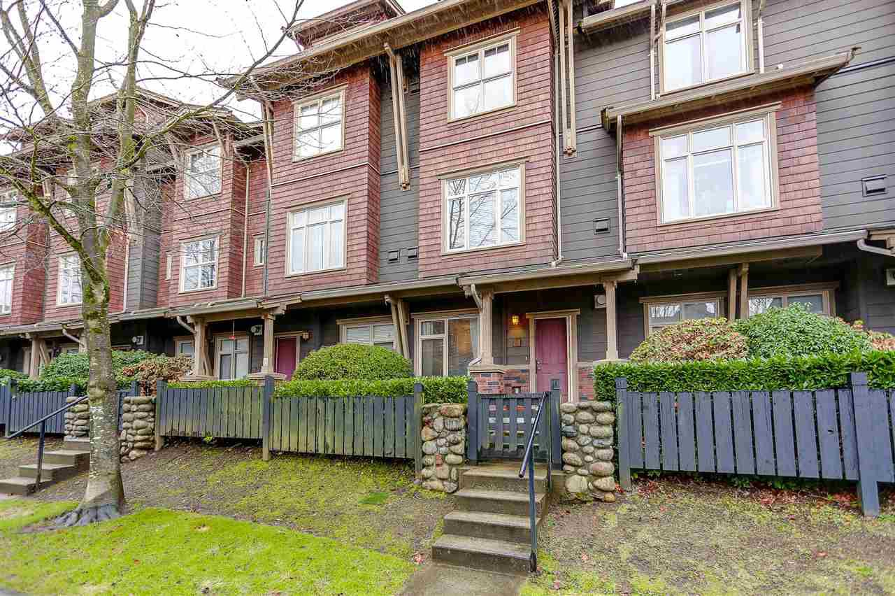 Main Photo: 122 600 PARK CRESCENT in : GlenBrooke North Townhouse for sale : MLS®# R2140377
