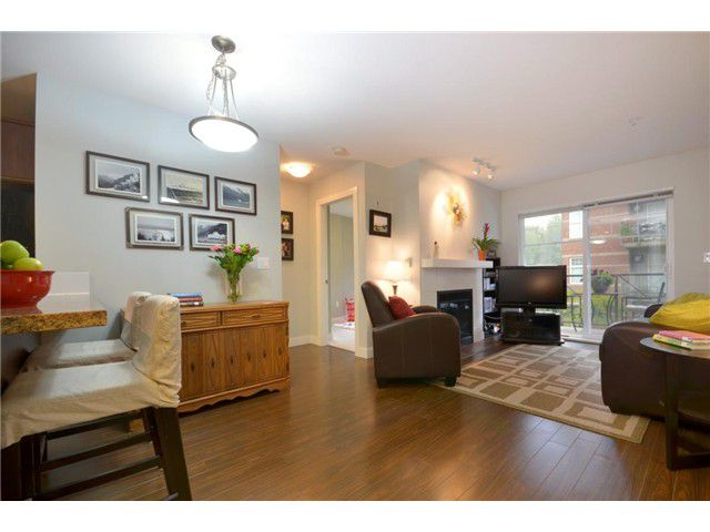 Main Photo: 207 3240 ST JOHNS Street in Port Moody: Port Moody Centre Condo for sale : MLS®# V972003
