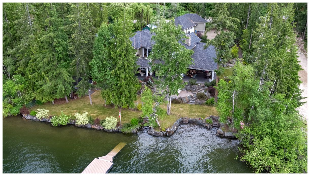 Main Photo: 6007 Eagle Bay Road in Eagle Bay: House for sale : MLS®# 10161207