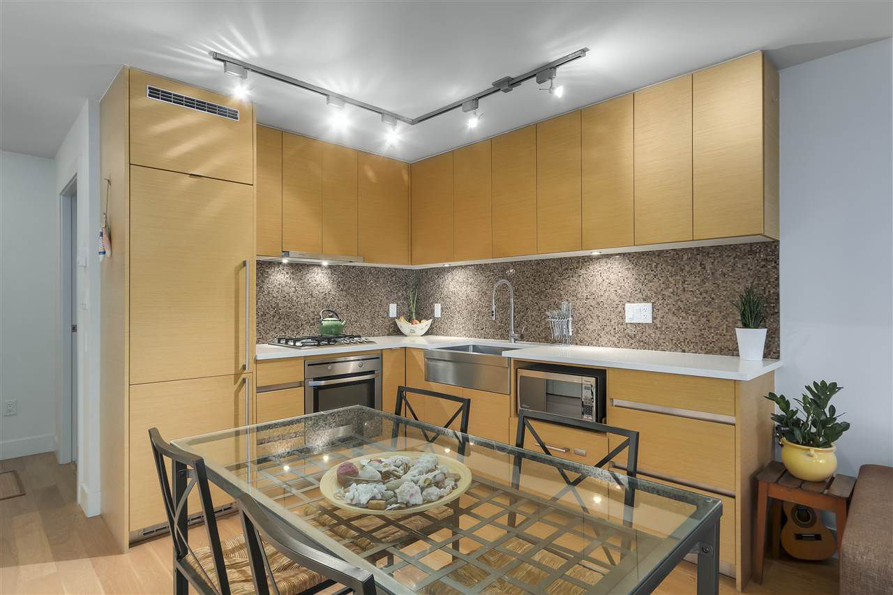 Main Photo: 701 565 SMITHE STREET in Vancouver: Downtown VW Condo for sale (Vancouver West)  : MLS®# R2337864