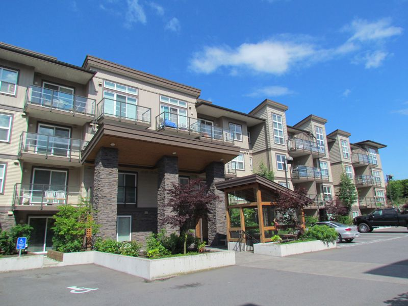 Main Photo: 214 30515 Cardinal Avenue in Abbotsford: Abbotsford West Condo for rent