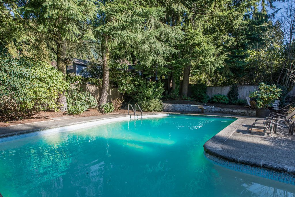 Main Photo: 968 Prospect Road in North Vancoiuver: House for sale : MLS®# V1115776
