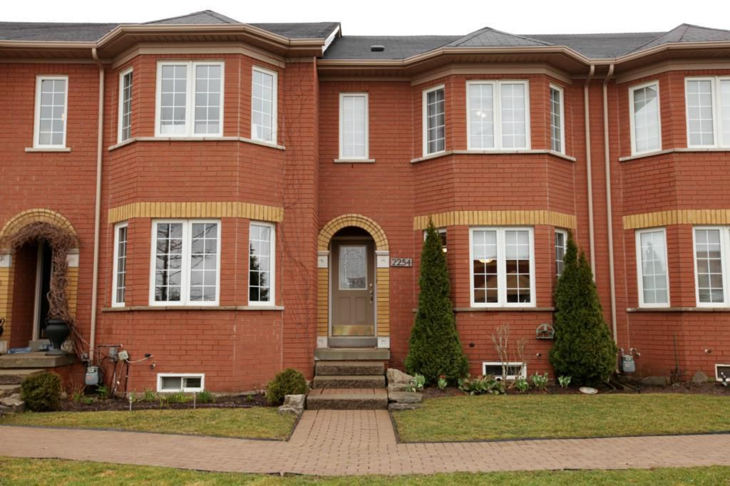Main Photo: 2254 Westoak Trails Blvd in : 1022 - WT West Oak Trails FRH for sale (Oakville)  : MLS®# OM2055931