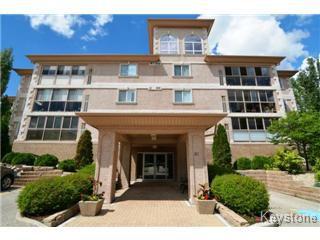 Main Photo: 305 91 Swindon Way in Winnipeg: River Heights / Tuxedo / Linden Woods Apartment for sale (South Winnipeg)  : MLS®# 1415122