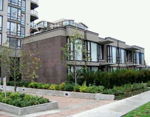 """Main Photo: 153 W 2ND Street in North Vancouver: Lower Lonsdale Townhouse for sale in """"SKY"""" : MLS®# V621882"""