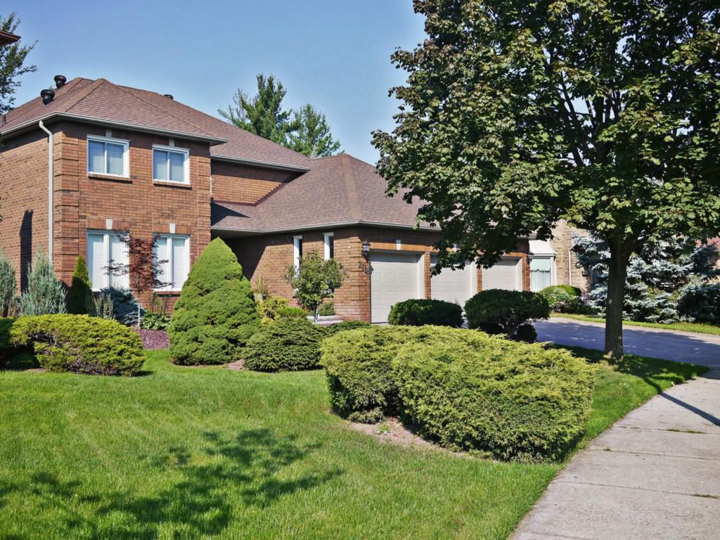 Main Photo: 2118 Grenville Dr in : 1018 - WC Wedgewood Creek FRH for sale (Oakville)  : MLS®# OM2082300