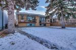 Main Photo: 607 24 Avenue NW in Calgary: Mount Pleasant Duplex for sale : MLS®# C4279025