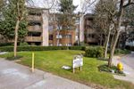 """Main Photo: 410 10626 151A Street in Surrey: Guildford Condo for sale in """"LINCOLN HILL"""" (North Surrey)  : MLS®# R2347797"""