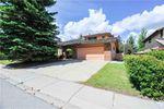 Main Photo: 48 OAKMOUNT Way SW in Calgary: Oakridge House for sale : MLS®# C4123202