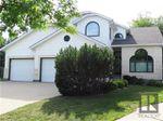 Main Photo: 34 Harrogate Bay in Winnipeg: Charleswood Residential for sale (1G)  : MLS®# 1819592