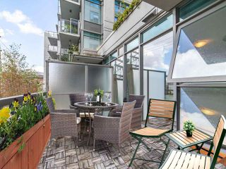 """Photo 5: 411 251 E 7TH Avenue in Vancouver: Mount Pleasant VE Condo for sale in """"The District"""" (Vancouver East)  : MLS®# R2507937"""