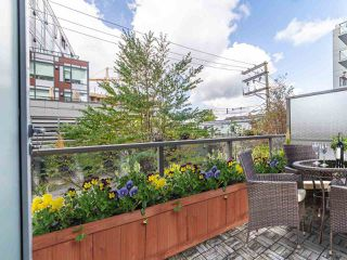 """Photo 6: 411 251 E 7TH Avenue in Vancouver: Mount Pleasant VE Condo for sale in """"The District"""" (Vancouver East)  : MLS®# R2507937"""