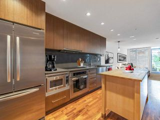 """Photo 8: 411 251 E 7TH Avenue in Vancouver: Mount Pleasant VE Condo for sale in """"The District"""" (Vancouver East)  : MLS®# R2507937"""