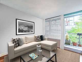 """Photo 15: 411 251 E 7TH Avenue in Vancouver: Mount Pleasant VE Condo for sale in """"The District"""" (Vancouver East)  : MLS®# R2507937"""