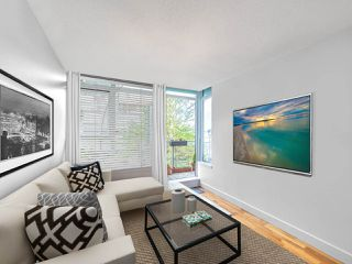 """Photo 14: 411 251 E 7TH Avenue in Vancouver: Mount Pleasant VE Condo for sale in """"The District"""" (Vancouver East)  : MLS®# R2507937"""