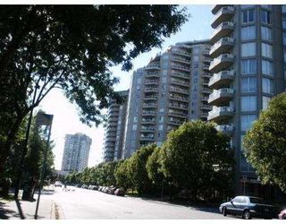 "Photo 1: 902 1185 QUAYSIDE DR in New Westminster: Quay Condo for sale in ""The Riviera"" : MLS®# V588985"