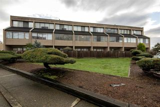 Photo 2: 15 17700 60 Avenue in Surrey: Cloverdale BC Condo for sale (Cloverdale)  : MLS®# R2455804