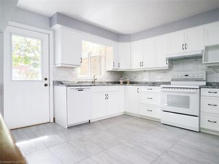 Photo 9: 421 AMBLESIDE Drive in London: North A Residential for sale (North)  : MLS®# 262817
