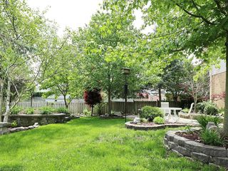 Photo 3: 421 AMBLESIDE Drive in London: North A Residential for sale (North)  : MLS®# 262817