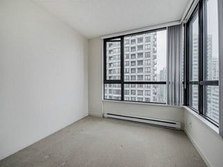 """Photo 11: 2205 977 MAINLAND Street in Vancouver: Yaletown Condo for sale in """"Yaletown Park 3"""" (Vancouver West)  : MLS®# R2480309"""