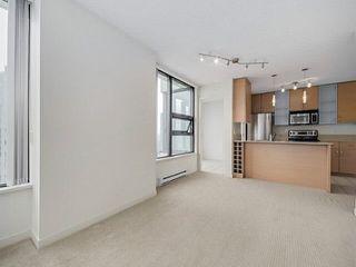 """Photo 13: 2205 977 MAINLAND Street in Vancouver: Yaletown Condo for sale in """"Yaletown Park 3"""" (Vancouver West)  : MLS®# R2480309"""