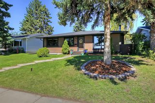 Photo 2: 532 ATHLONE Road SE in Calgary: Acadia Detached for sale : MLS®# A1018127