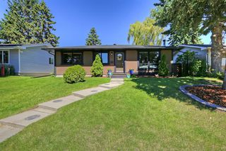Photo 1: 532 ATHLONE Road SE in Calgary: Acadia Detached for sale : MLS®# A1018127