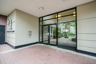 "Photo 3: 808 1 RENAISSANCE Square in New Westminster: Quay Condo for sale in ""THE 'Q'"" : MLS®# R2521364"
