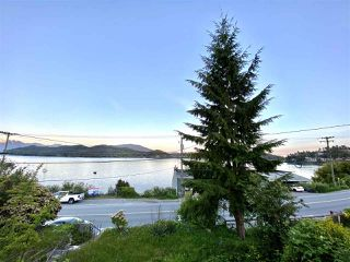 Photo 1: 517 MARINE Drive in Gibsons: Gibsons & Area House for sale (Sunshine Coast)  : MLS®# R2454802