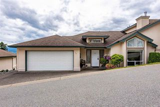 Main Photo: 36 8590 SUNRISE Drive in Chilliwack: Chilliwack Mountain Townhouse for sale : MLS®# R2462461