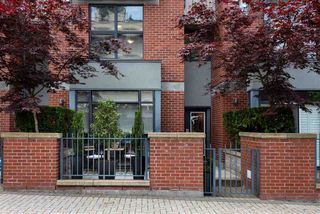 """Photo 2: 104 2688 VINE Street in Vancouver: Kitsilano Townhouse for sale in """"TREO"""" (Vancouver West)  : MLS®# R2474204"""