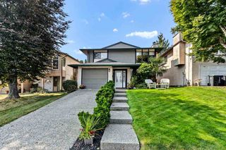 Photo 1: 2419 WAYBURNE Crescent in Langley: Willoughby Heights House for sale : MLS®# R2497647