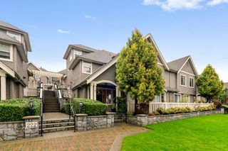"Photo 1: 3 222 E 5TH Street in North Vancouver: Lower Lonsdale Townhouse for sale in ""BURHAM COURT"" : MLS®# R2527548"