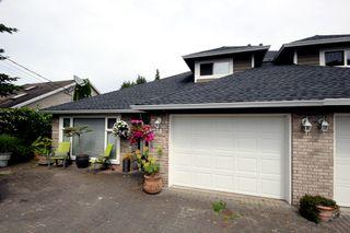 Photo 2: 380 55A Street in Delta: Pebble Hill House 1/2 Duplex for sale (Tsawwassen)  : MLS®# R2454776