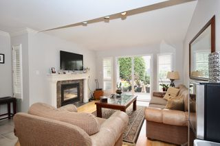 Photo 12: 380 55A Street in Delta: Pebble Hill House 1/2 Duplex for sale (Tsawwassen)  : MLS®# R2454776