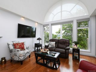 Photo 2: 205 9905 Fifth St in Sidney: Si Sidney North-East Condo Apartment for sale : MLS®# 843608
