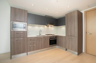 "Photo 4: 329 2220 KINGSWAY in Vancouver: Victoria VE Condo for sale in ""KENSINGTON GARDENS"" (Vancouver East)  : MLS®# R2388002"