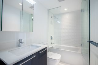 "Photo 9: 329 2220 KINGSWAY in Vancouver: Victoria VE Condo for sale in ""KENSINGTON GARDENS"" (Vancouver East)  : MLS®# R2388002"